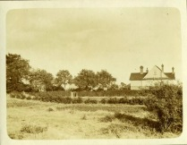 A picture taken in 1920 by a schoolboy, surname Lewis, of a house in Biddenham - but where is it?